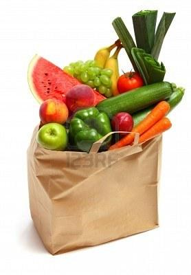 5754400-een-boodschappen-tas-vol-gezonde-vruchten-en-groenten